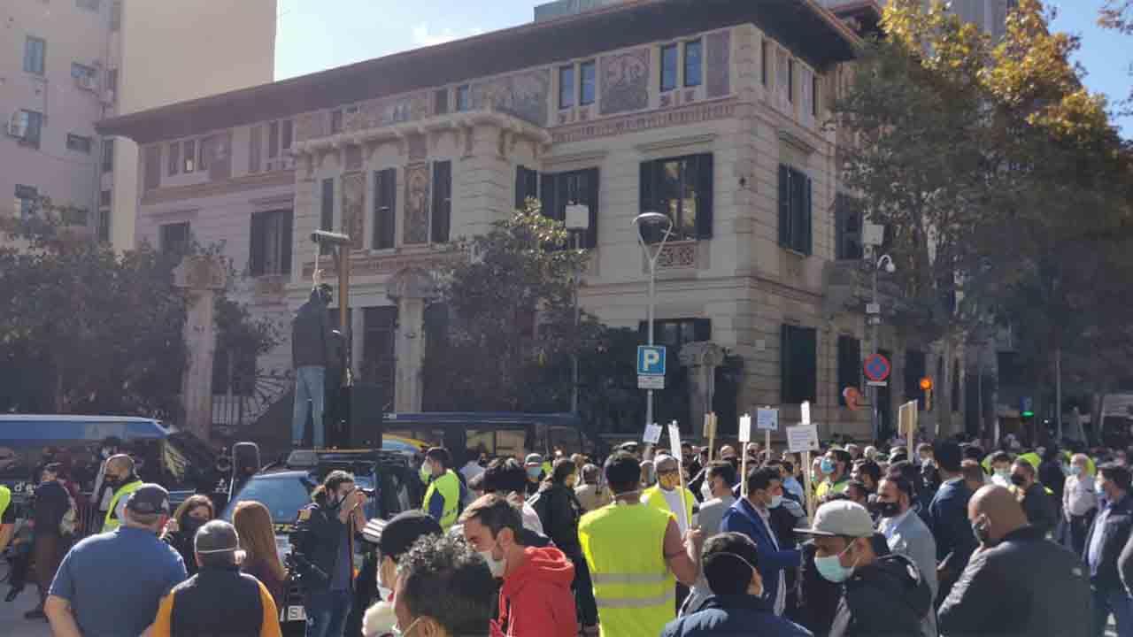 Ultima hora El taxi de Barcelona seguira con las movilizaciones de forma indefinida