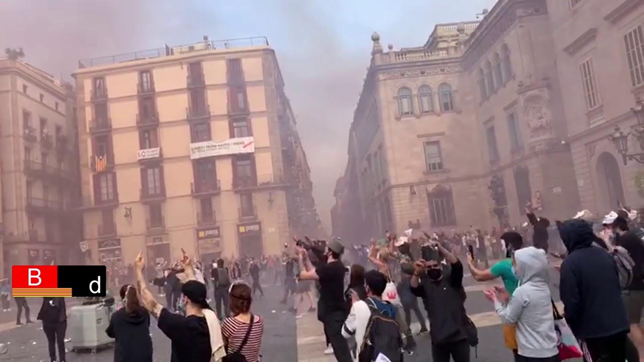 La protesta de los restauradores termina con lanzamiento de huevos a la Generalitat