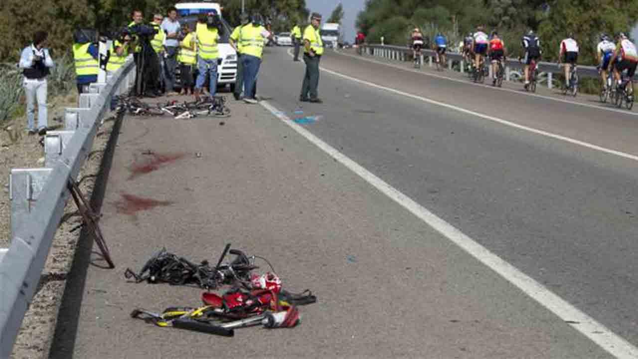 Dos ciclistas muertos y un herido crítico en un atropello en El Papiol