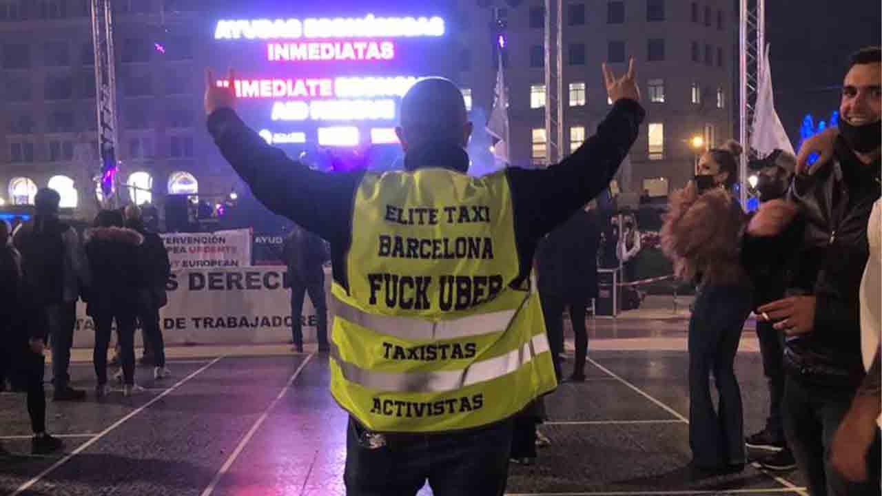 Protesta de la Plataforma Somos Ocio Nocturno en la Plaza de Catalunya