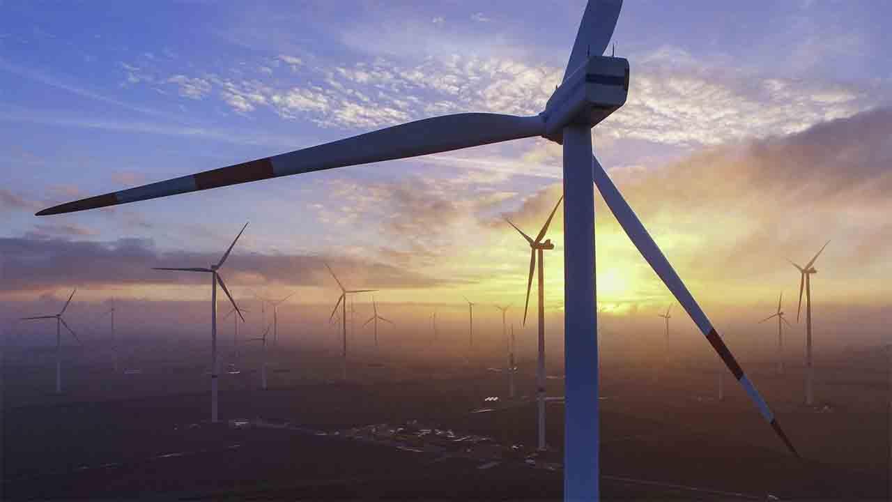 Barcelona se adhiere a la petición del mundo local para tener más recursos en transición energética