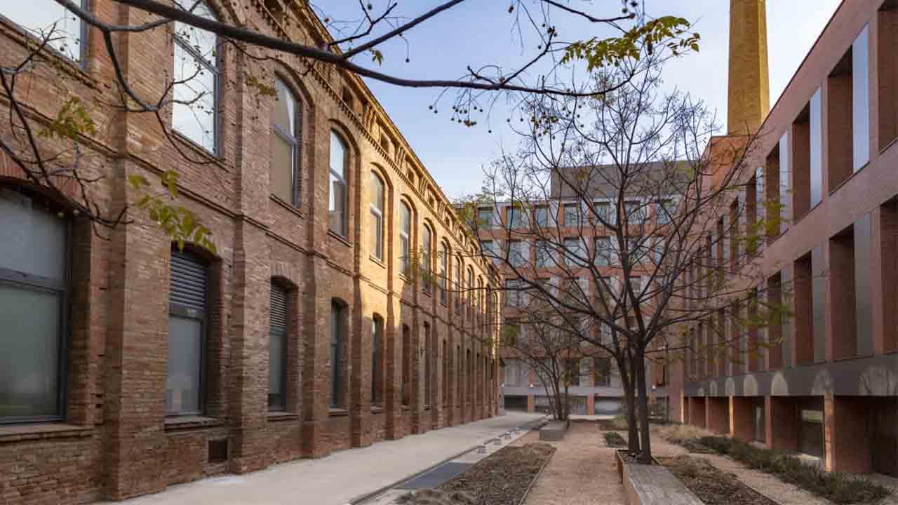 El Ayuntamiento y la UOC consolidan la ubicación de la Universidad en el distrito de Sant Martí