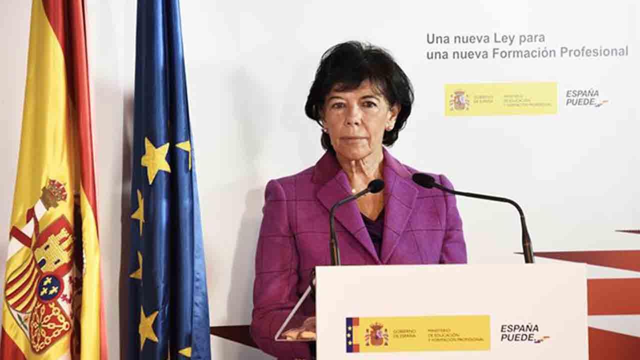 Isabel Celaá anuncia una Ley de Formación Profesional para consolidar el nuevo sistema de FP