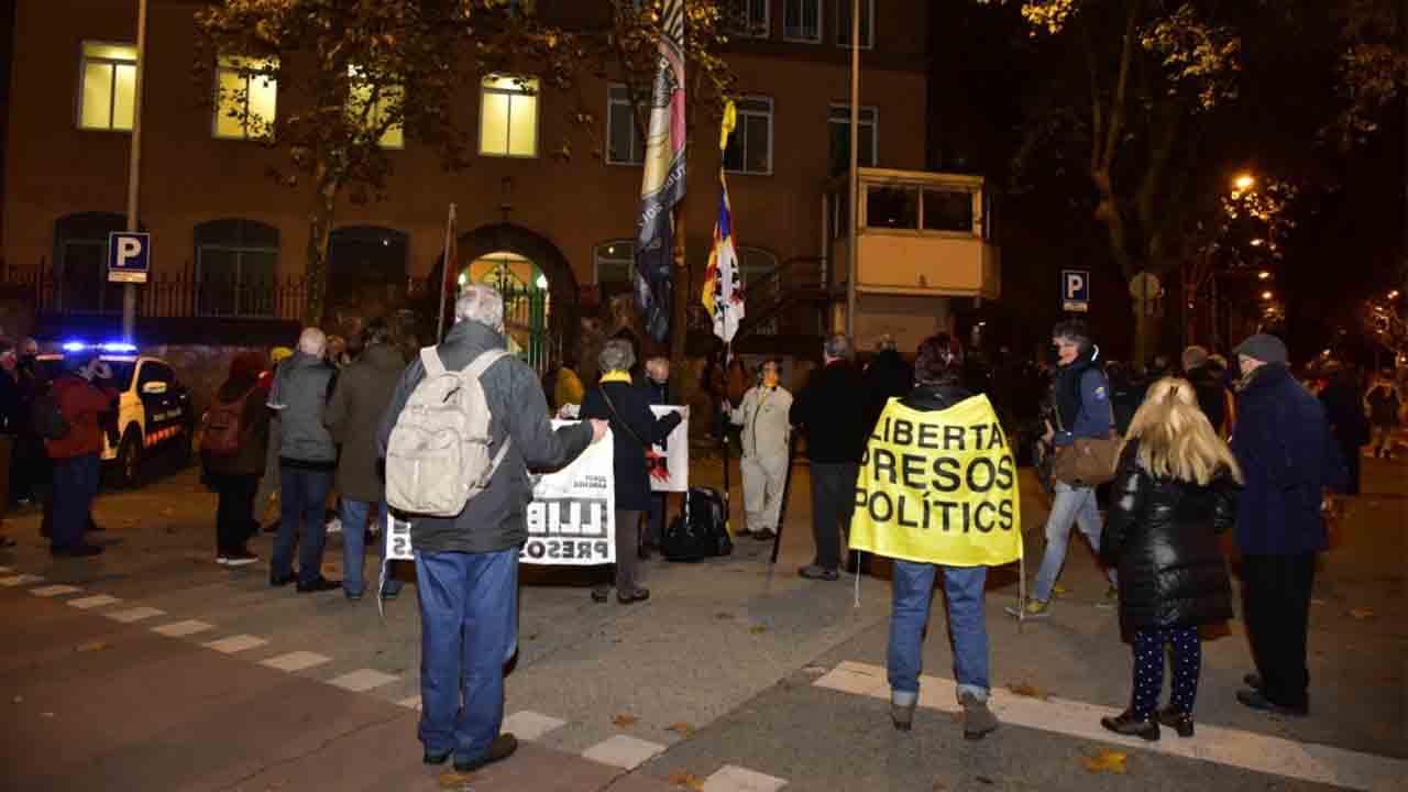 Unas 300 personas protestan ante cárceles en Barcelona y Figueres por la decisión de TS