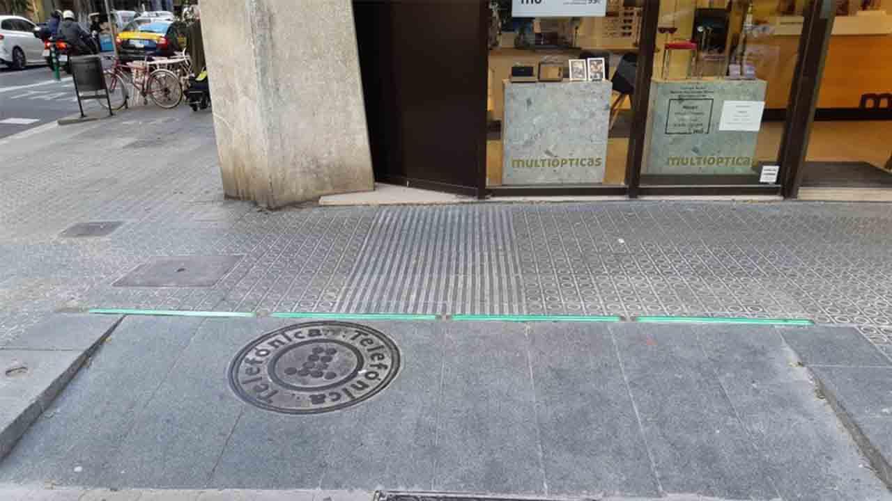 Semáforos en el pavimento para evitar accidentes en el carril bus contra dirección