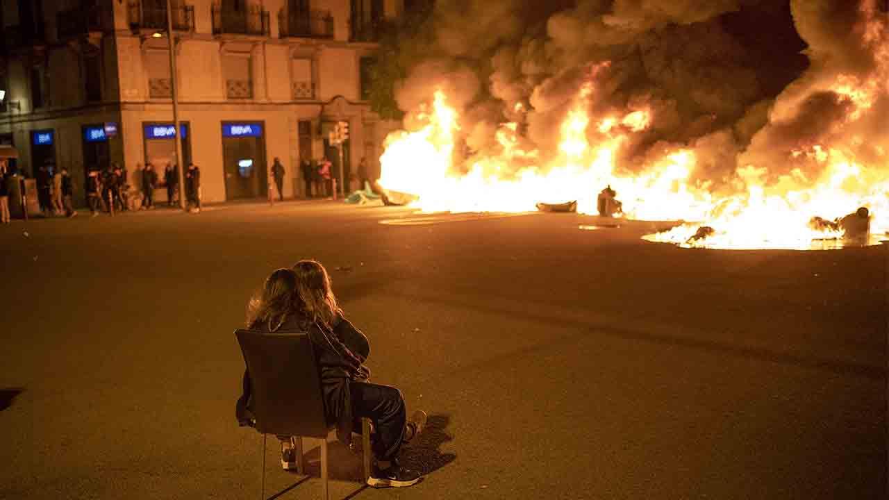 Cuarta noche de disturbios en Barcelona en apoyo a Pablo Hasel