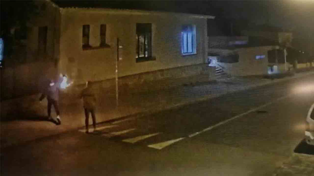Detenidos 3 menores por lanzar cócteles molotov contra la comisaría de Matadepera