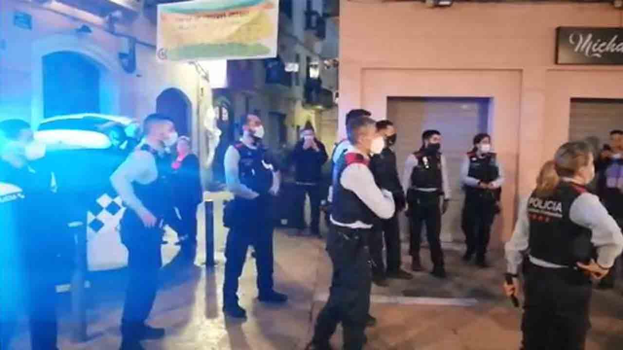 Disturbios por la detención del propietario de una bar en Vilanova