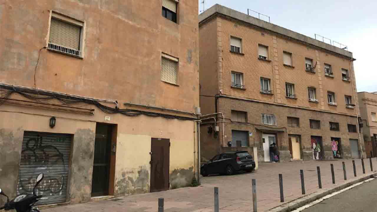 El Ayuntamiento compra tres edificios en Horta para evitar la especulación y la expulsión de un centenar de vecinos
