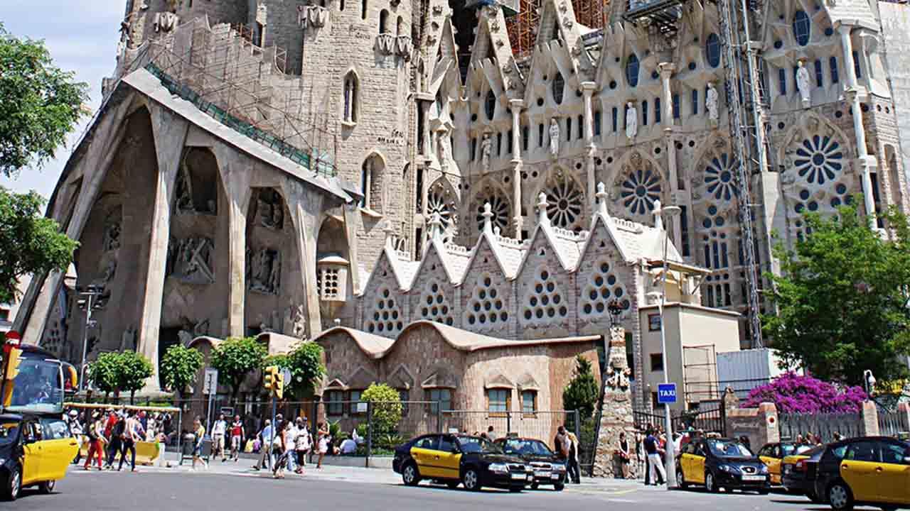 El Ayuntamiento y la Sagrada Familia ajustan el calendario económico