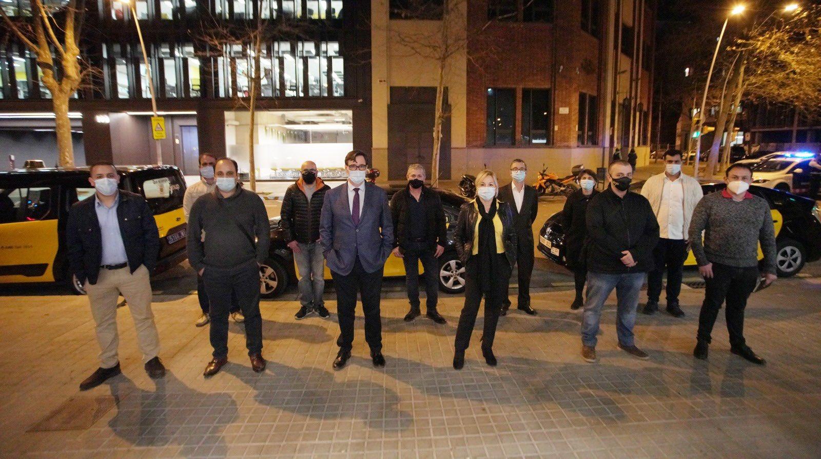 El candidatoIllase reúne con el taxi del AMB
