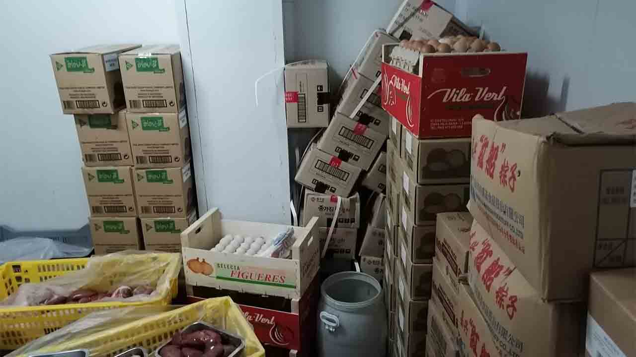 La Guardia Urbana interviene 87 kilos de productos no aptos para el consumo
