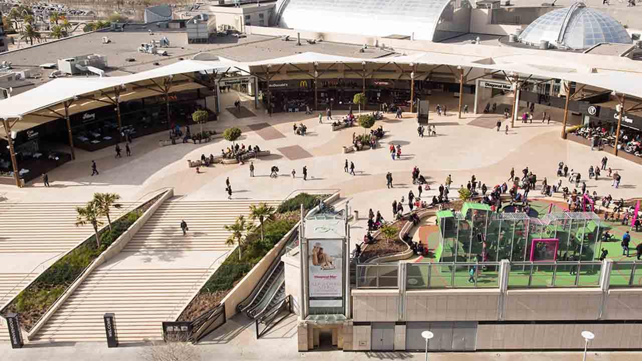 Los centros comerciales abrirán entre semana con el 30% de aforo
