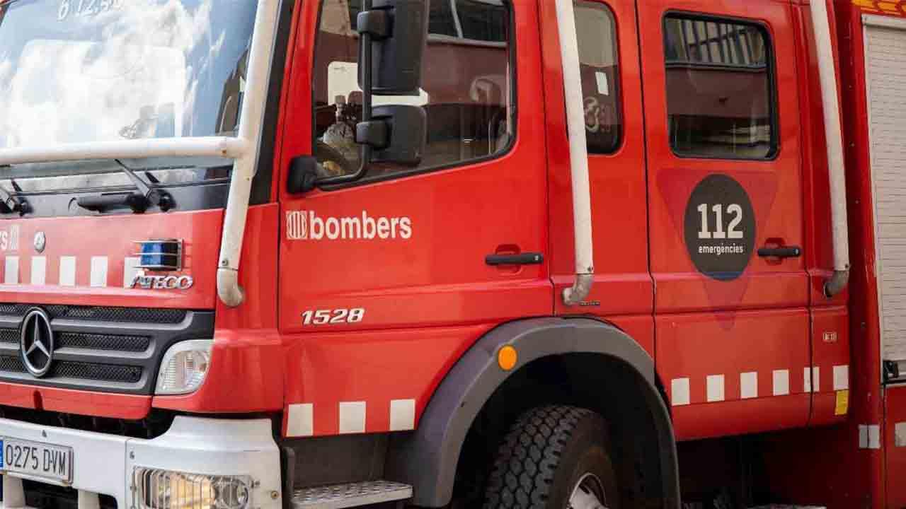 Muere un hombre en un incendio en una vivienda de Castelldefels