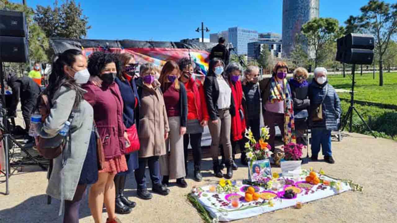 Atril en memoria de la activista Berta Caceres 2