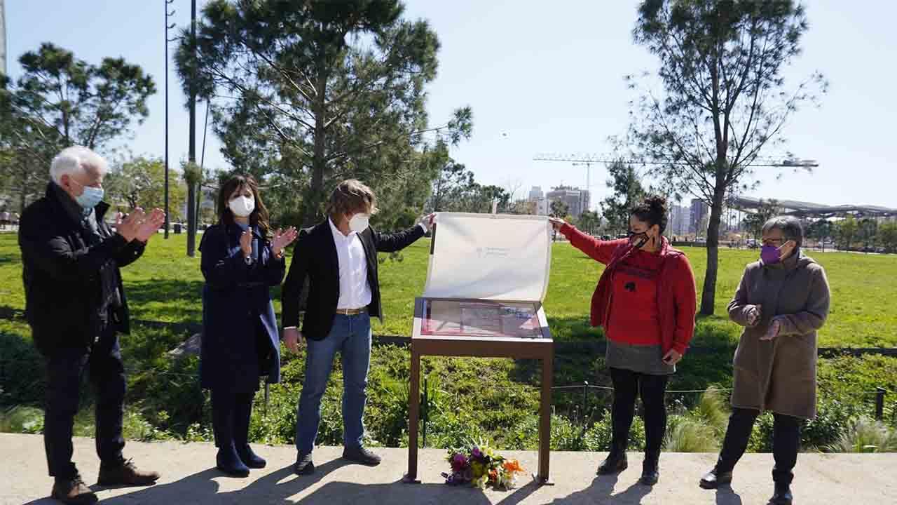 Atril en memoria de la activista Berta Cáceres