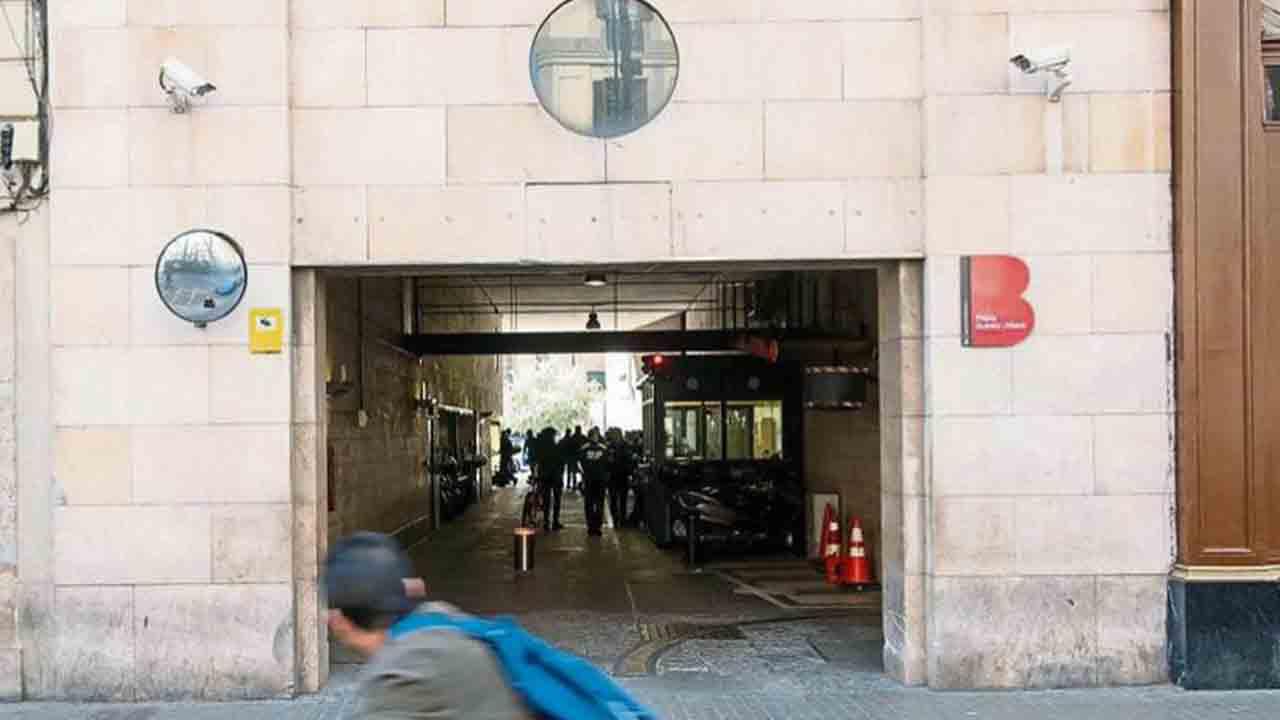 Condenado un guardia urbano por vejar a un detenido en la comisaría de las Ramblas