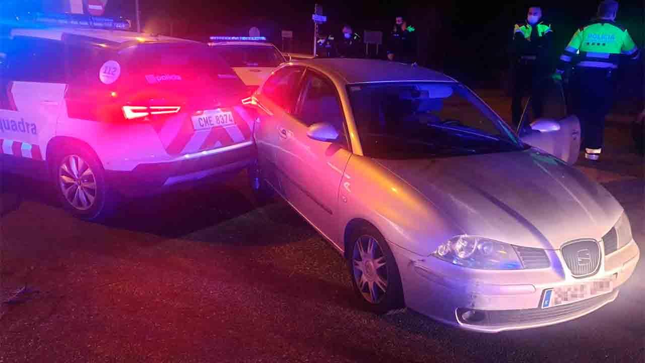 Detenido por conducir drogado y chocar contra un vehículo policial