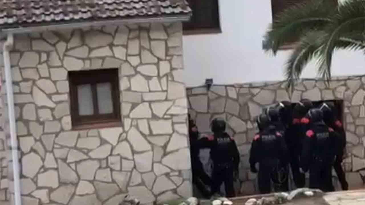 Detenidos dos hombres por traficar con marihuana en Esparraguera