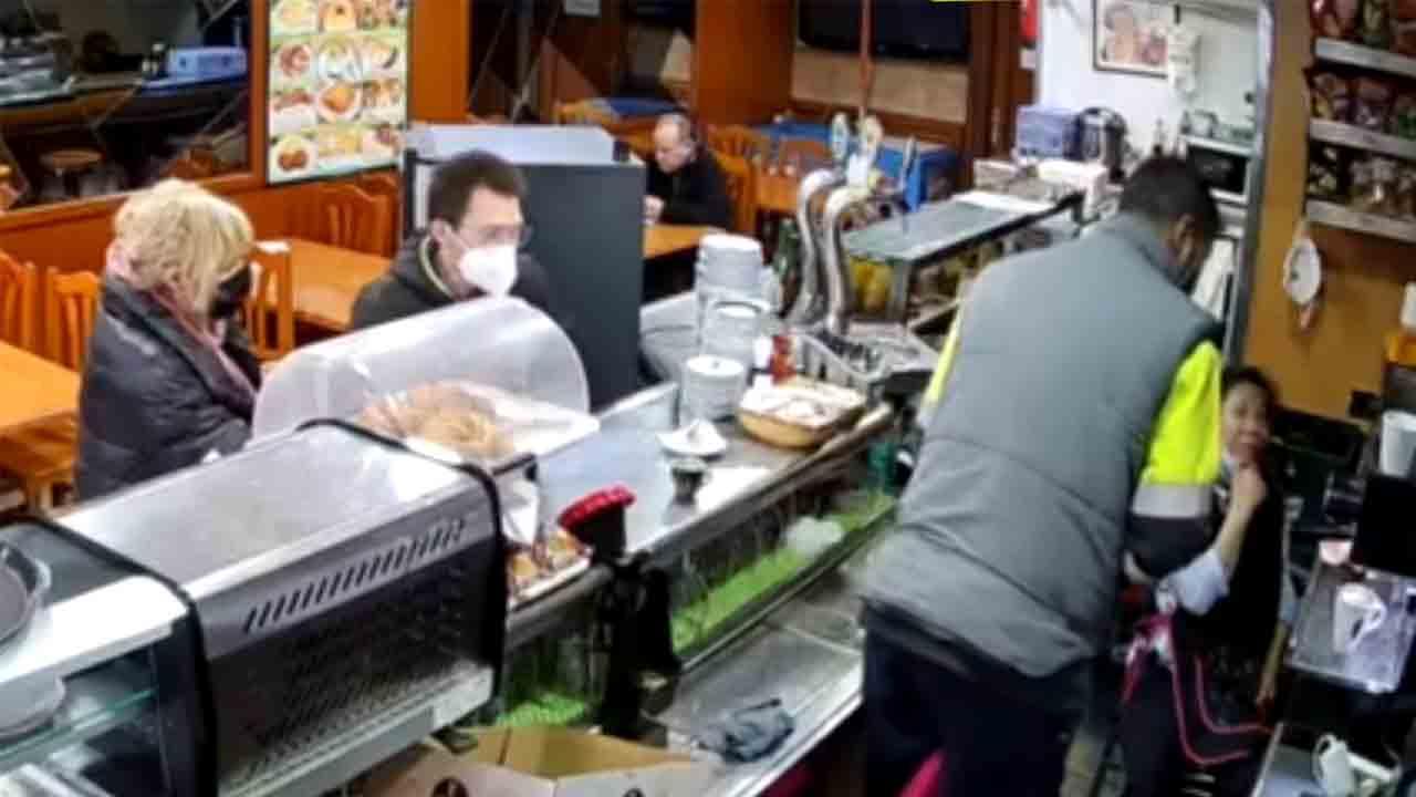Drogan a la propietaria de un bar en la Zona Franca para robarle