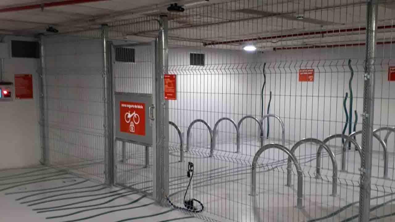 Nuevo aparcamiento seguro para bicicletas en el mercado de Sant Antoni