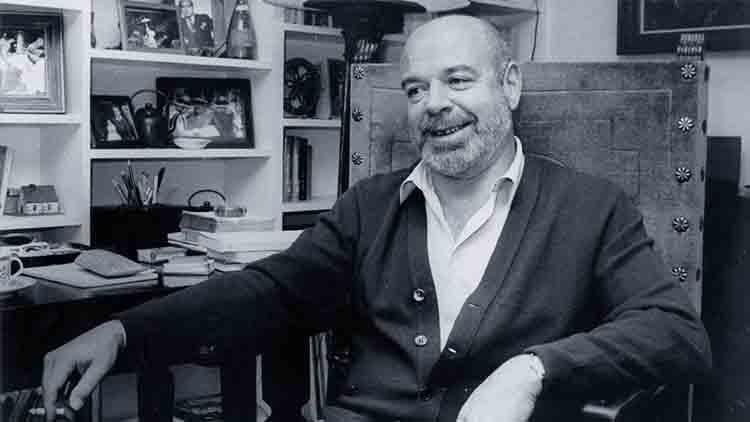Barcelona dedica una placa al poeta Jaime Gil de Biedma en la casa donde vivió