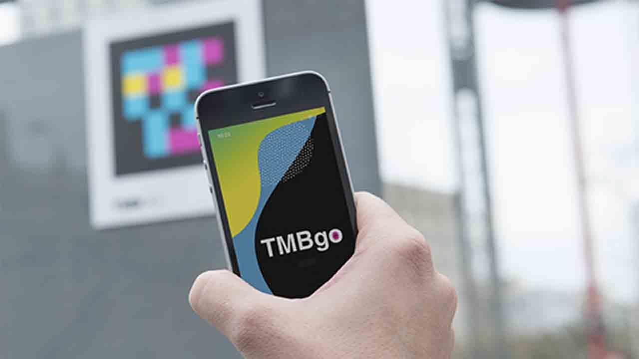 Barcelona señaliza el metro y los autobuses con etiquetas inteligentes