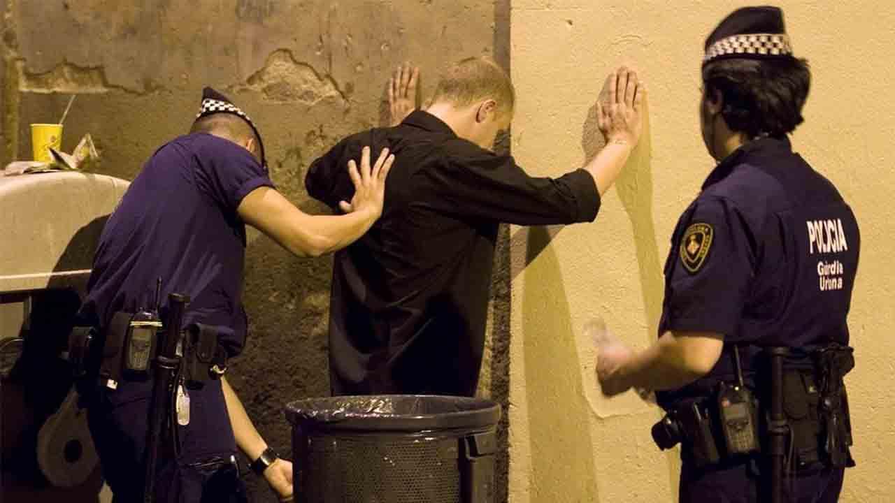 Detenido un hombre acusado de violar a una mujer en La Barceloneta