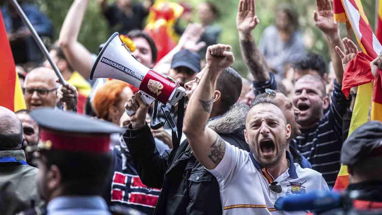 Hasta 10 años de prisión para 15 neonazis por los ataques a la mezquita de Nou Barris