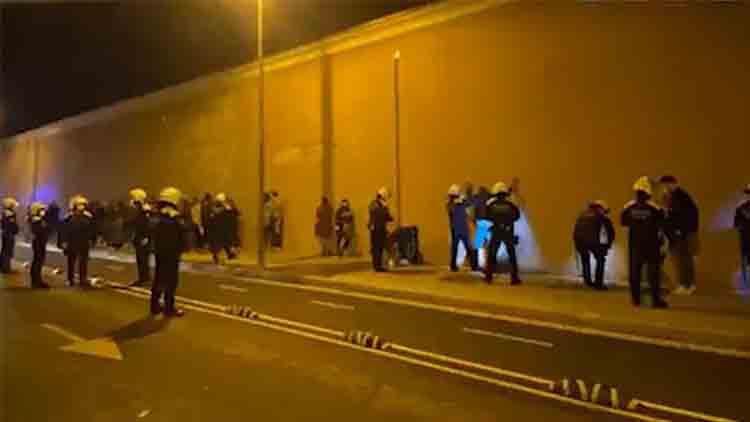 La Guàrdia Urbana desaloja una fiesta ilegal en Poblenou con 70 personas