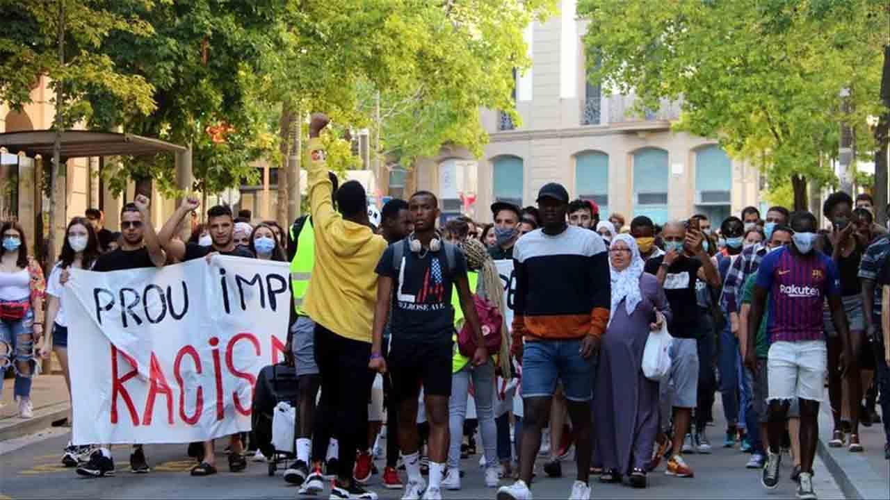 Piden 6 años de prisión para los Mossos de la agresión racista en Bages