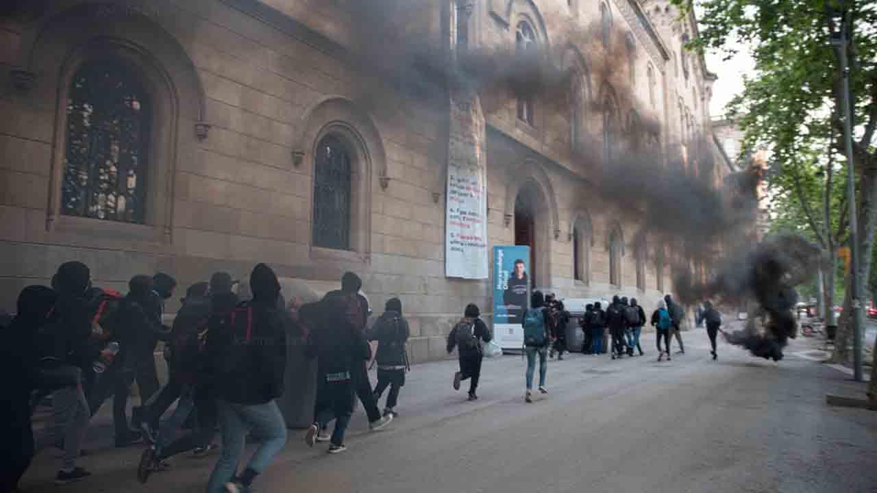 Universitarios ocupan el rectorado de la UB