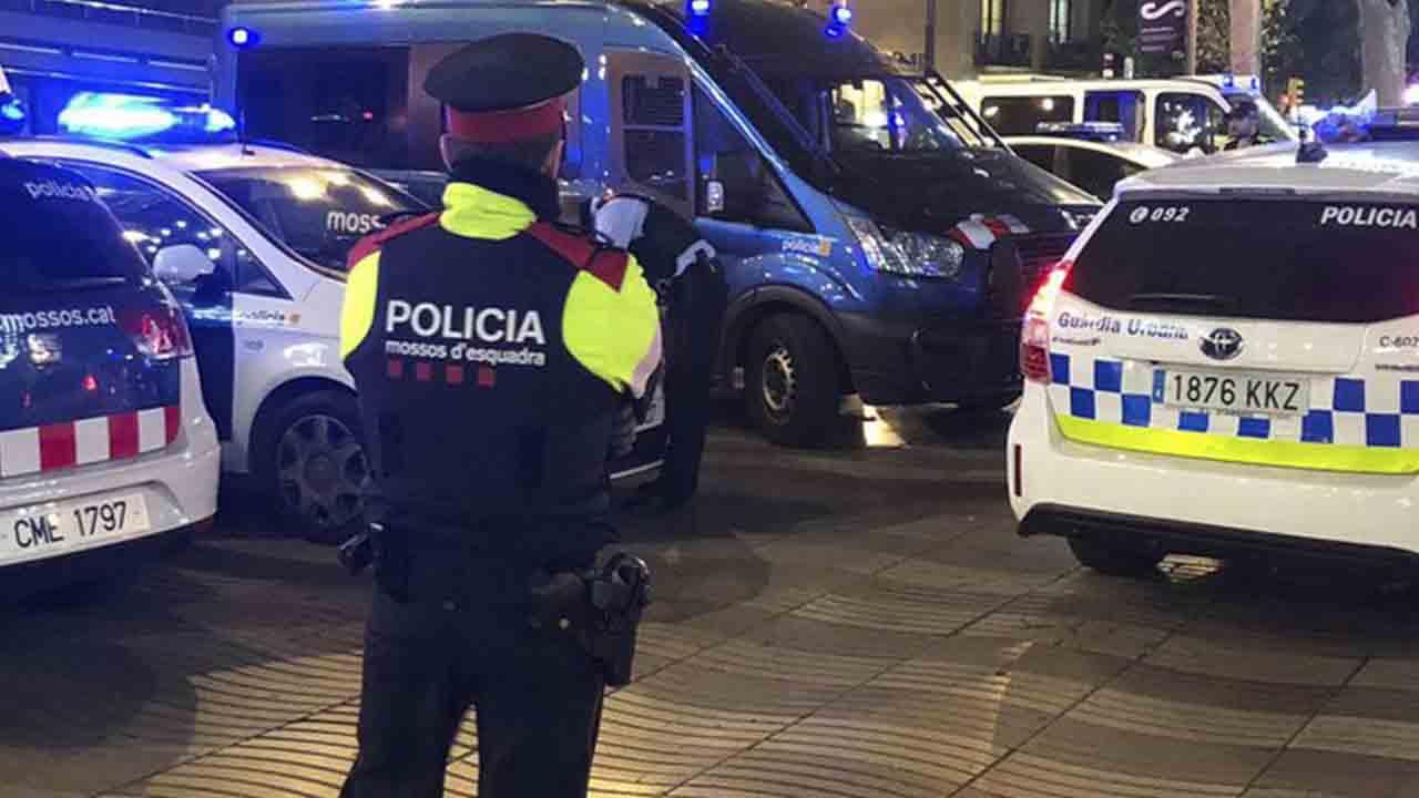 6 mossos heridos y 4 detenidos por una pelea en un bar de Sants