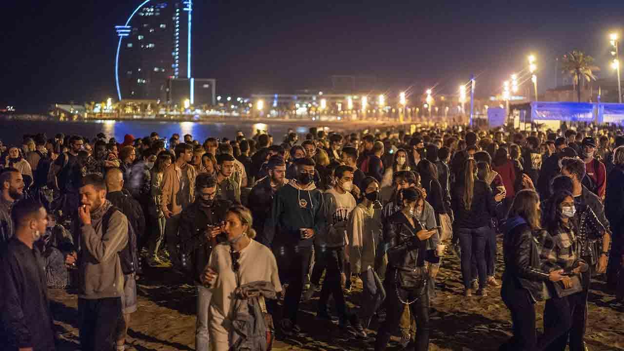 9.000 desalojados por botellones en Barcelona