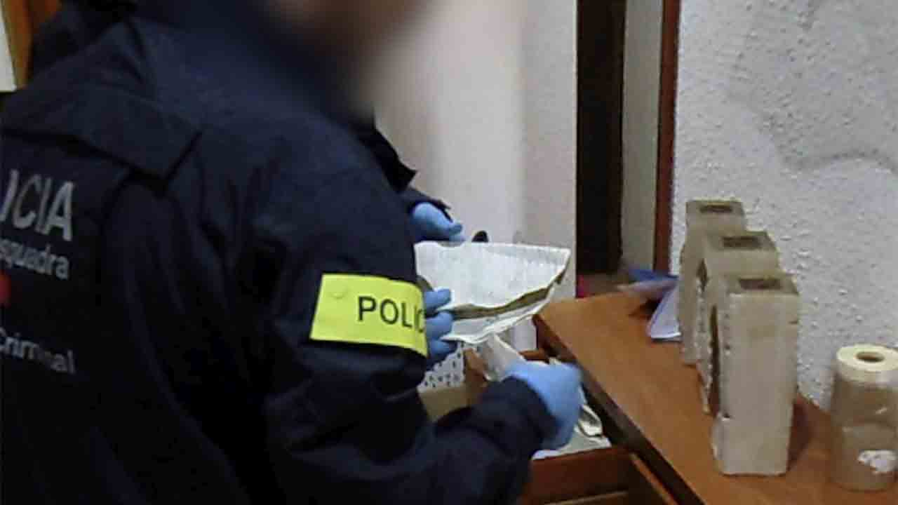 Detenida una pareja en Molins que usaba datos de tarjetas de crédito de una cadena de muebles