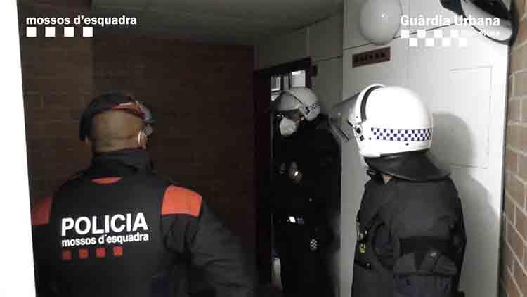 Detenida una pareja que vendía heroína en Baró de Viver