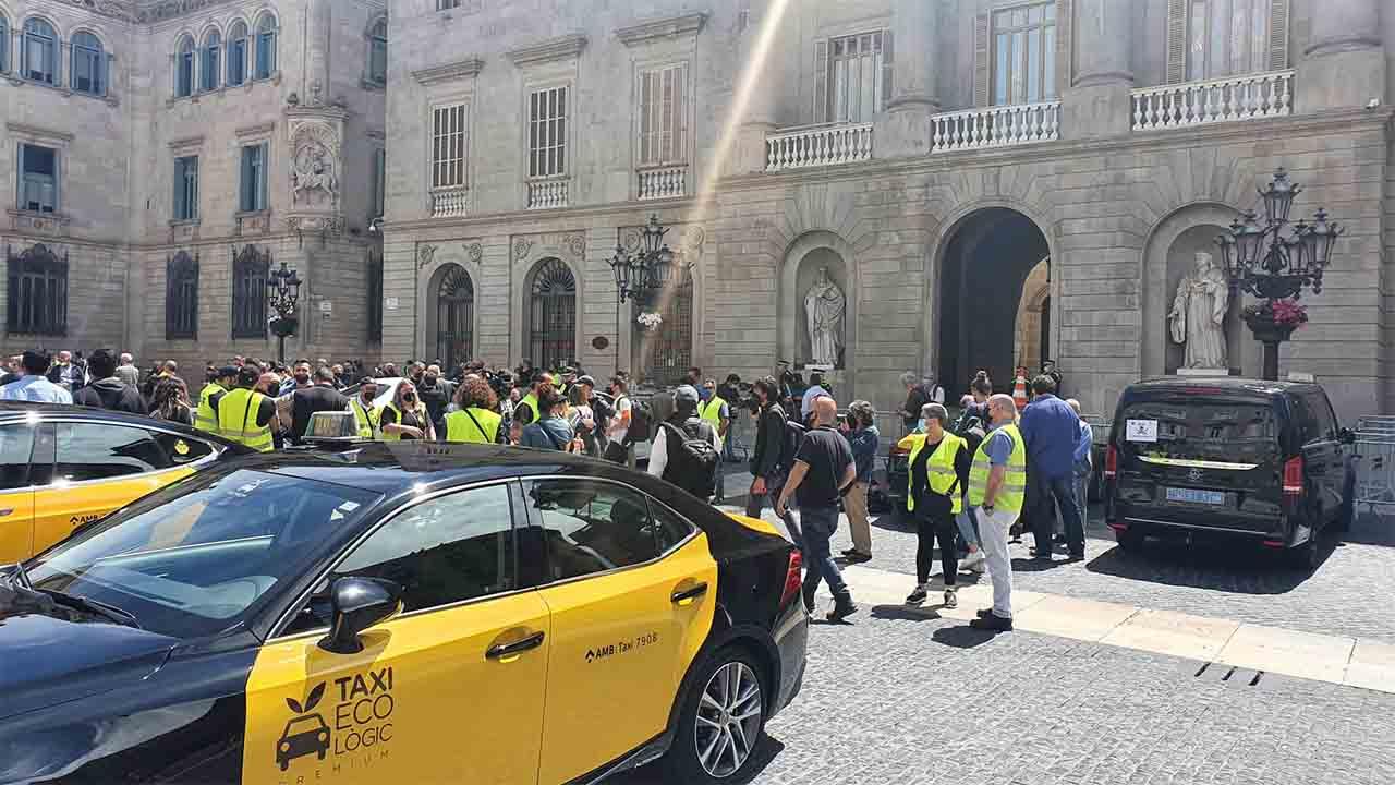 El Ayuntamiento dirá a la Guàrdia Urbana que controle a los VTC