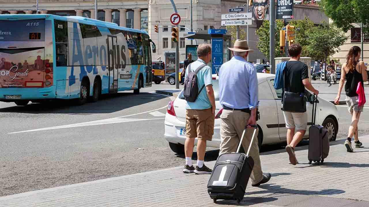 Fracasa la reprobación de ERC a Collboni por el recargo turístico