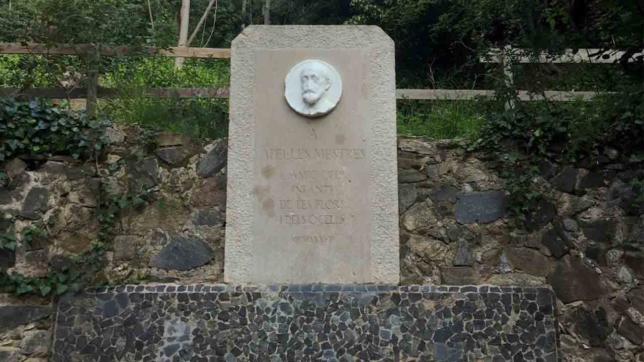 Monumento a Apel·les Mestres