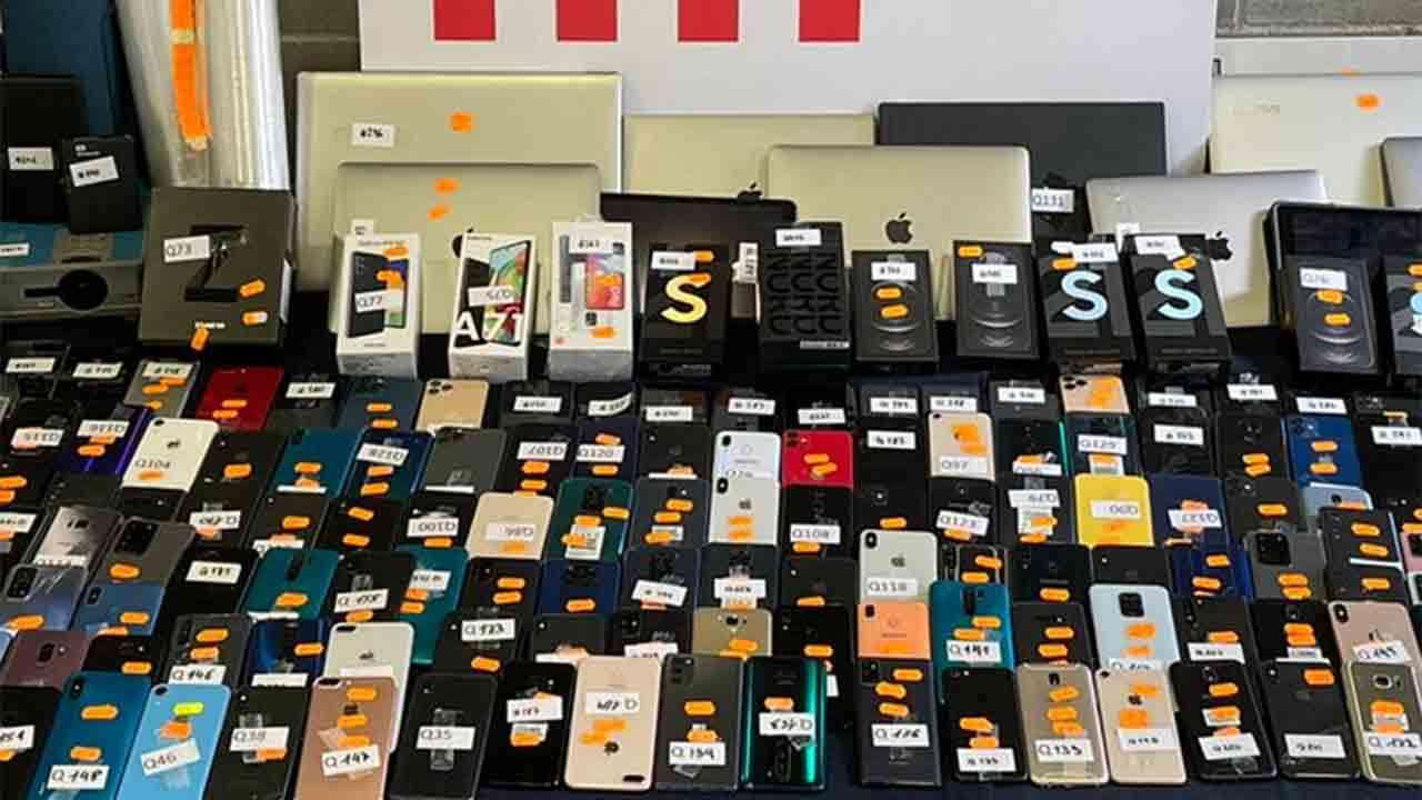 Recuperan 330 móviles, tablets y ordenadores robados en Hospitalet