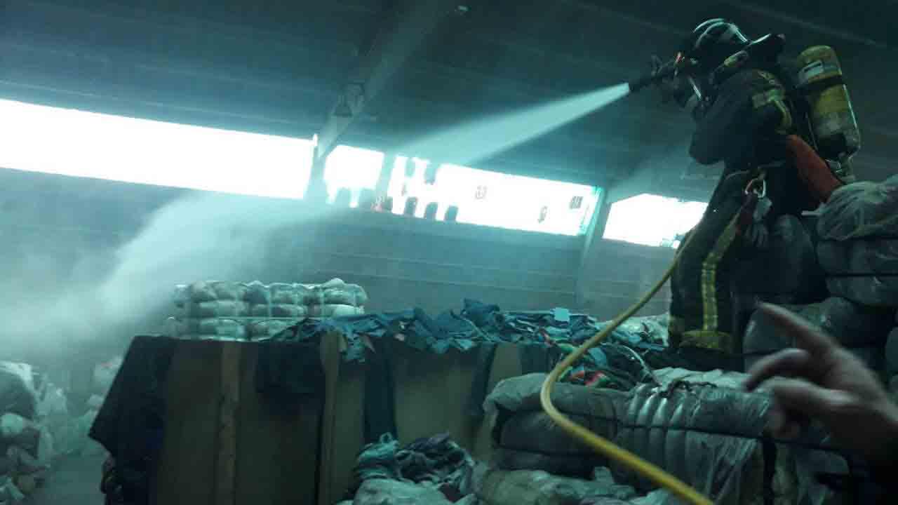 Se incendia un almacén textil en La Marina del Prat Vermell