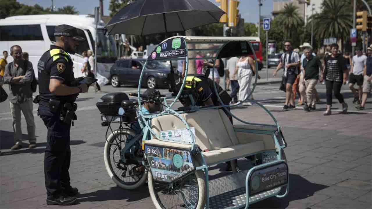 Barcelona intensifica la vigilancia de los bicitaxis y trabaja por una regulación