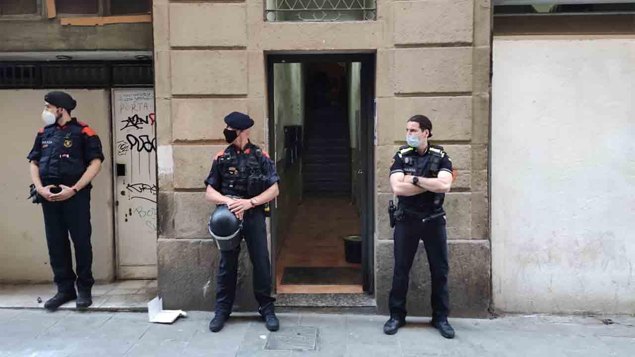 Dos detenidos en un narcopiso de El Raval