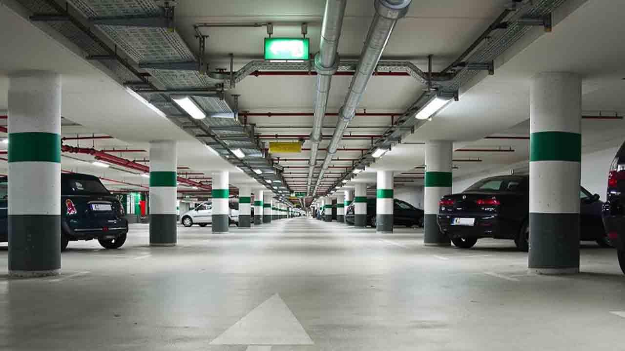 Dos detenidos por robo en interior de vehículos en aparcamientos