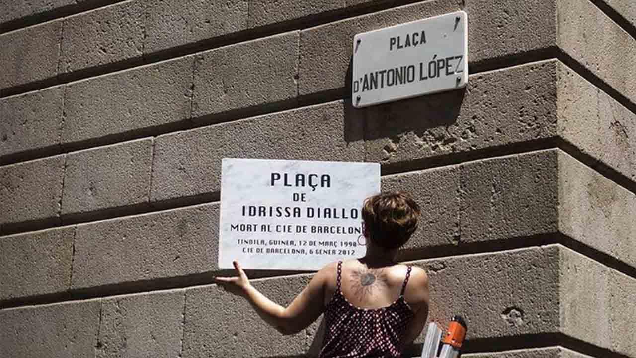 La plaza Antonio López tendrá dos nombres, Idrissa Diallo y Correos