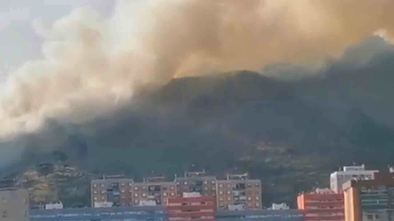 Un nuevo incendio en Colleserola quema 10 hectáreas