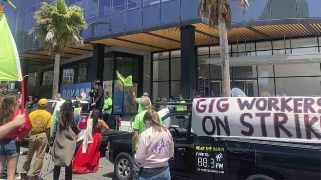 Huelga general de los conductores de Uber y Lyft en EEUU