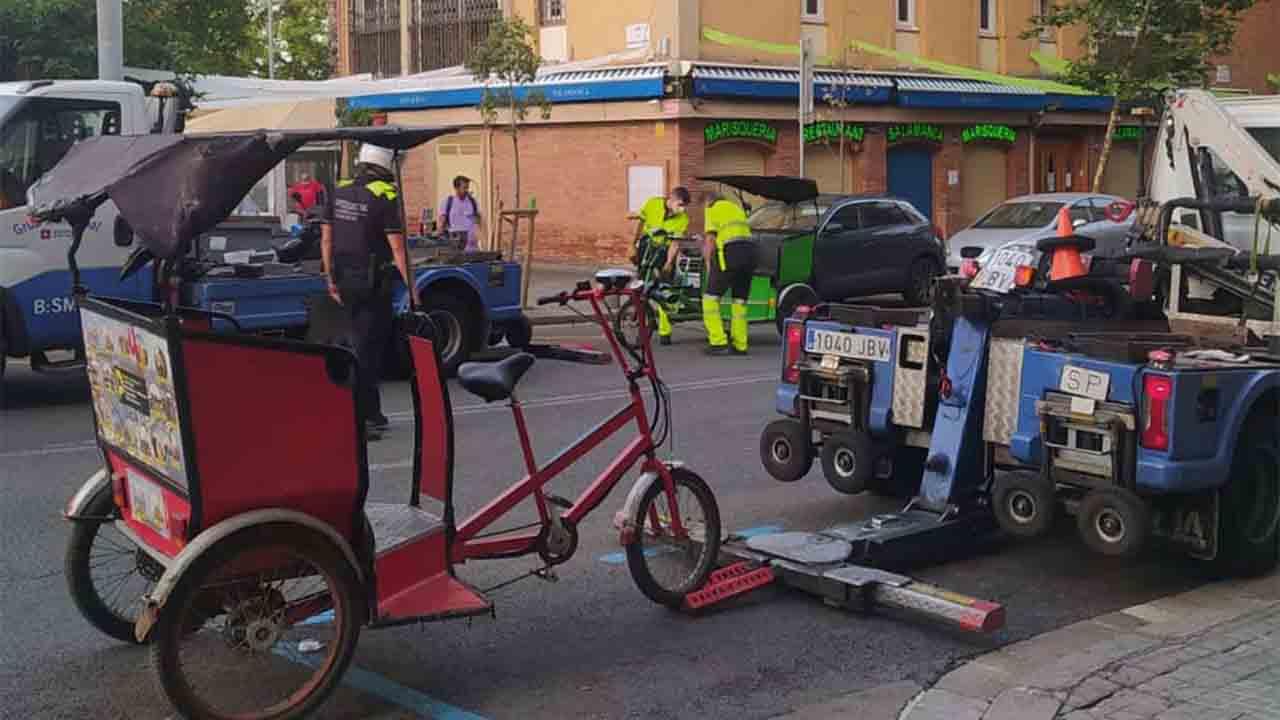 La Guàrdia Urbana comienza a retirar los bicitaxi de las calles