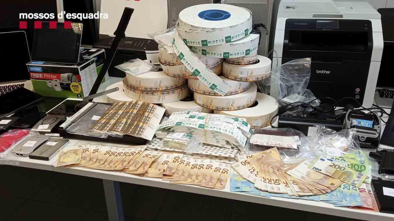 Siete detenidos por estafar más de un millón de euros con la venta de títulos de transporte falsos