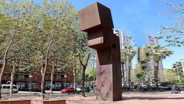 Escultura El Llarg Viatge en La Línea de la Verneda